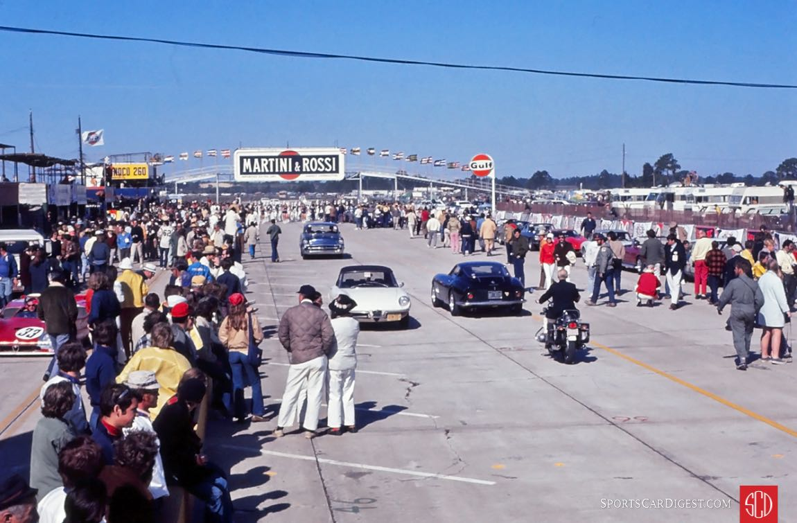 Just minutes from the start of the 1971 race (Photo: Gene Bussian)