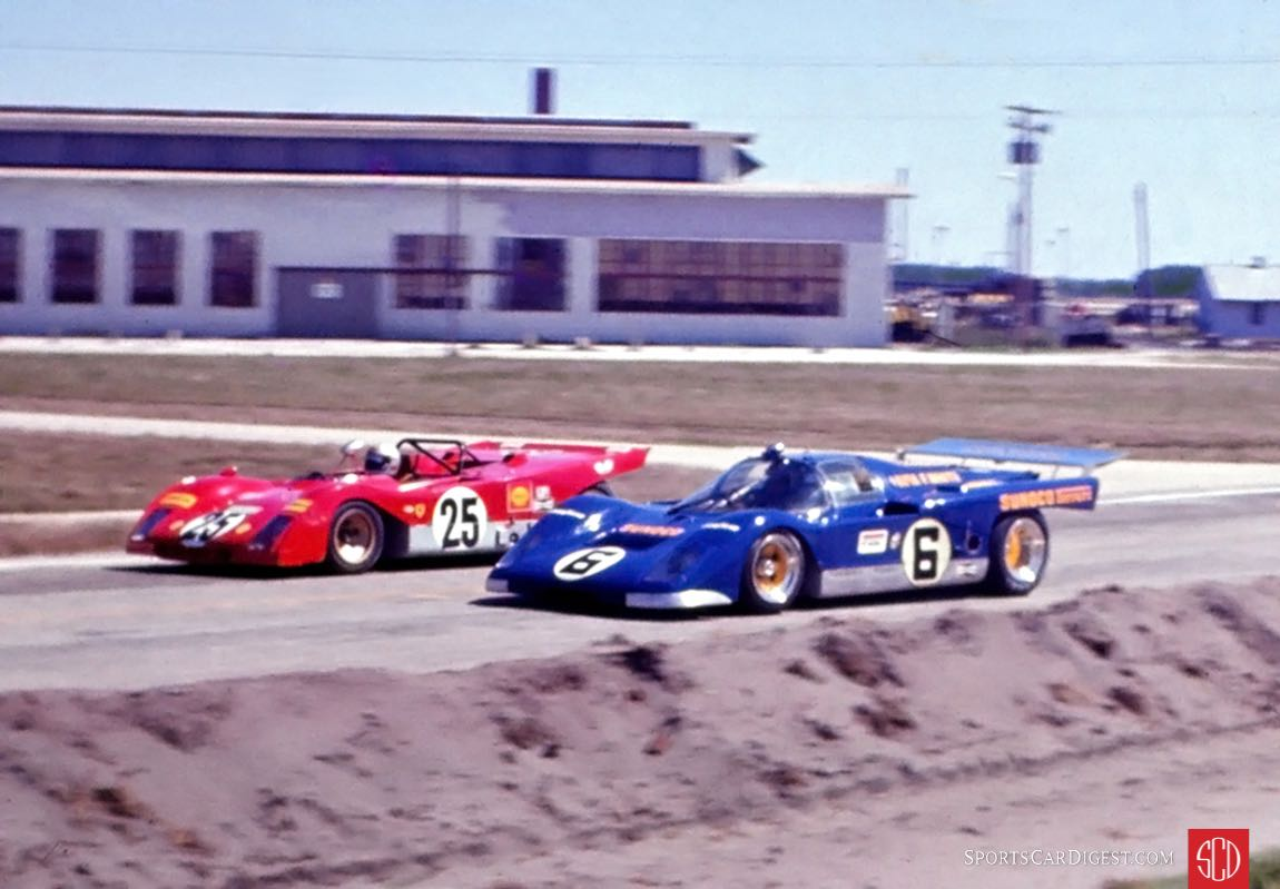Donohue and Andretti lead the pack on the pace lap (Photo: Dave Kutz)