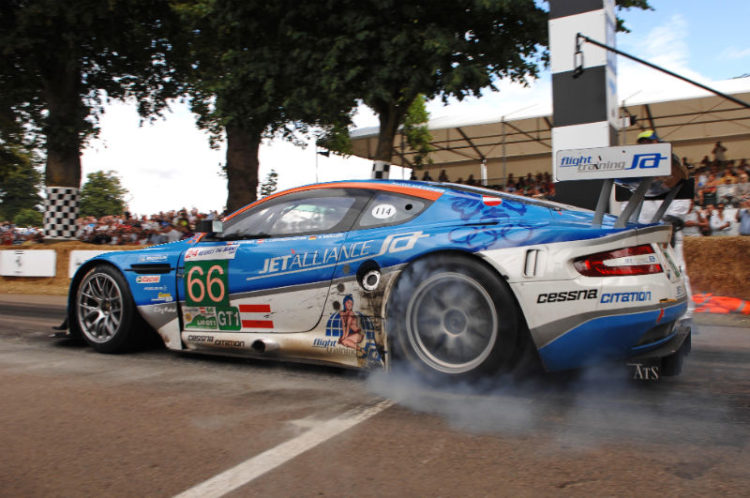 Aston Martin DBR9 at the starting line