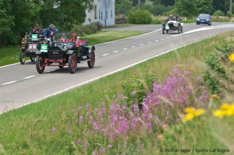 1909 Hupmobile Roadster passing 1901 Adler Model nr2