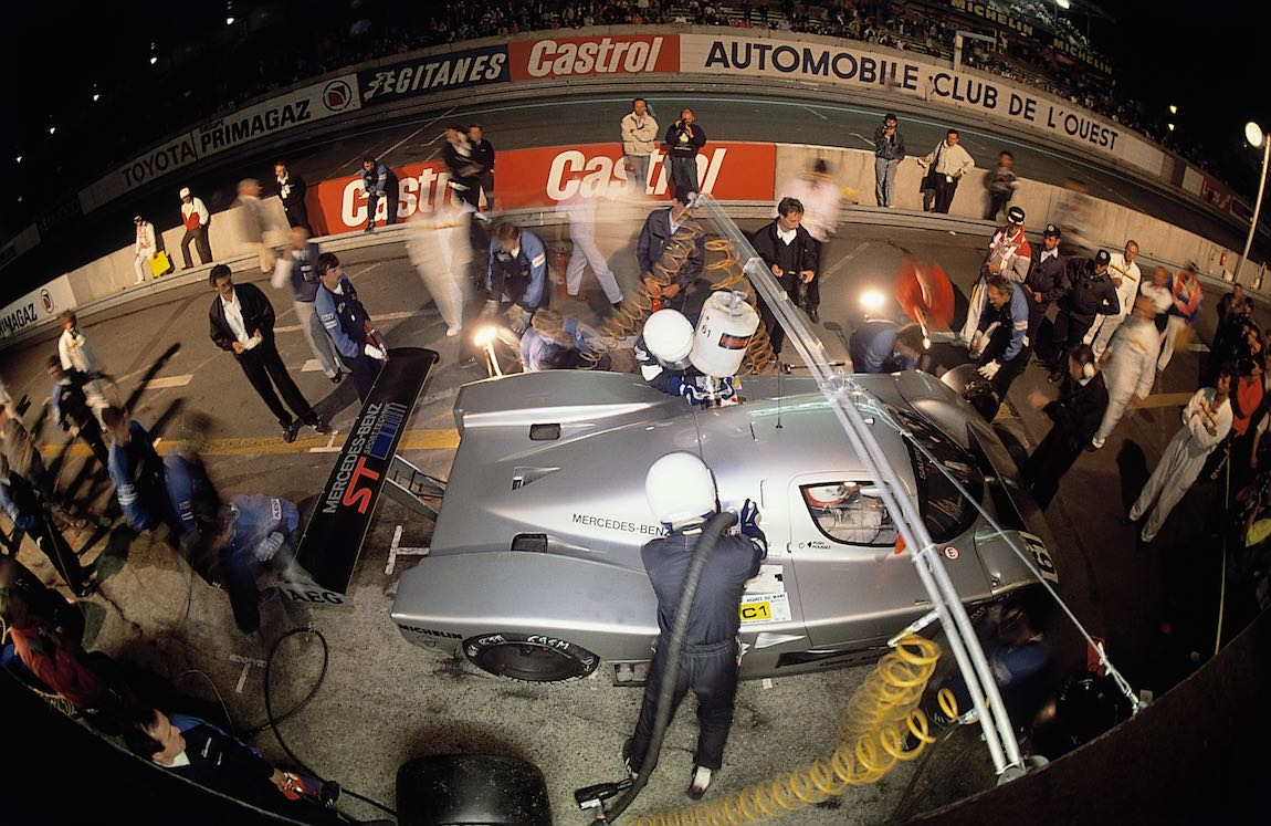 24 Hours of Le Mans, 10/11 June 1989. Nocturnal pit stop of the Sauber-Mercedes C 9 sports car prototype with start number 61 (Kenny Acheson, Mauro Baldi, Gianfranco Brancatelli). The Sauber-Mercedes clinched a one-two victory, and, in addition, the car with start number 62 finished in 5th place.