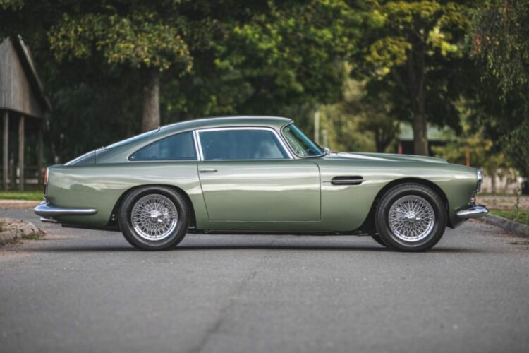 side of 1960 Aston Martin DB4 Series II Coupe