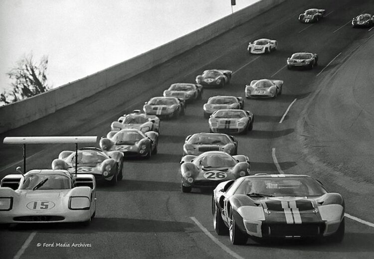 Pace lap of 1967 Daytona 24 hours race