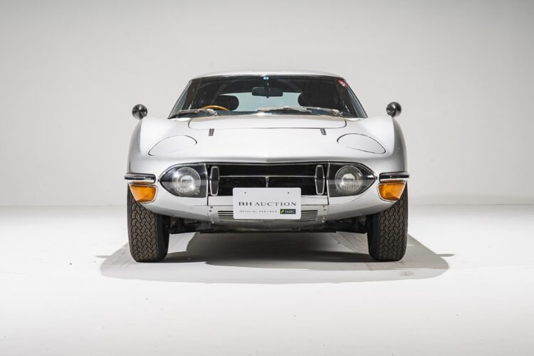 Front of Toyota 2000GT