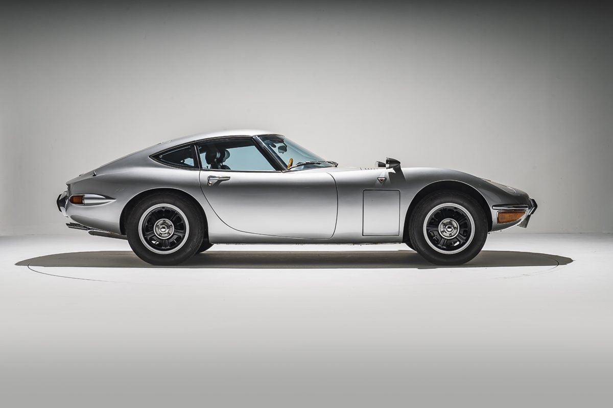 side profile of Toyota 2000 GT