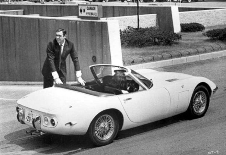 James Bond getting into 2000GT
