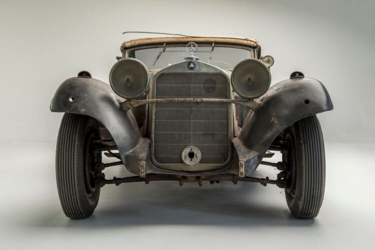 lights of 1935 Mercedes-Benz 290 Cabriolet A