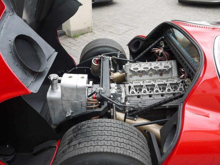 Engine exposed in the Alfa Romeo 33 Stradale