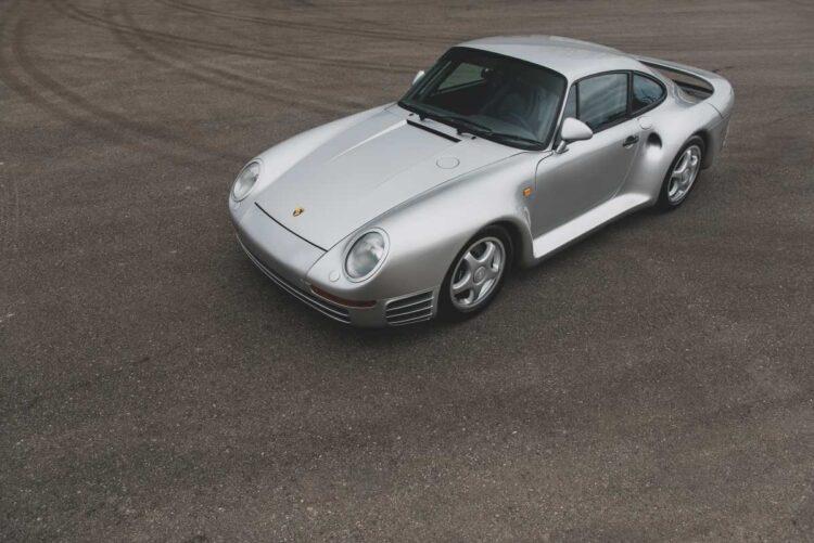 Birdseye view of Porsche 959