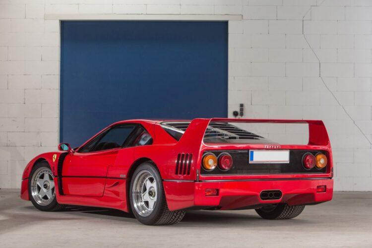 back of 1990 Ferrari F40