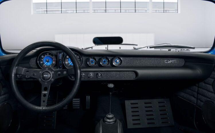 dashboard of  Volvo P1800 Cyan