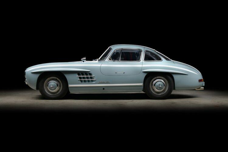 side profile of  Mercedes 300SL