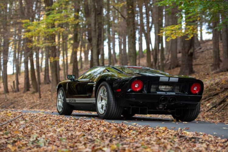 back of 2005 Ford GT