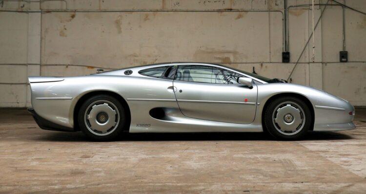 Side of Jaguar XJ220