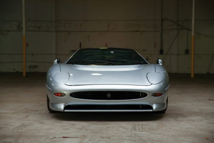 Front of XJ220