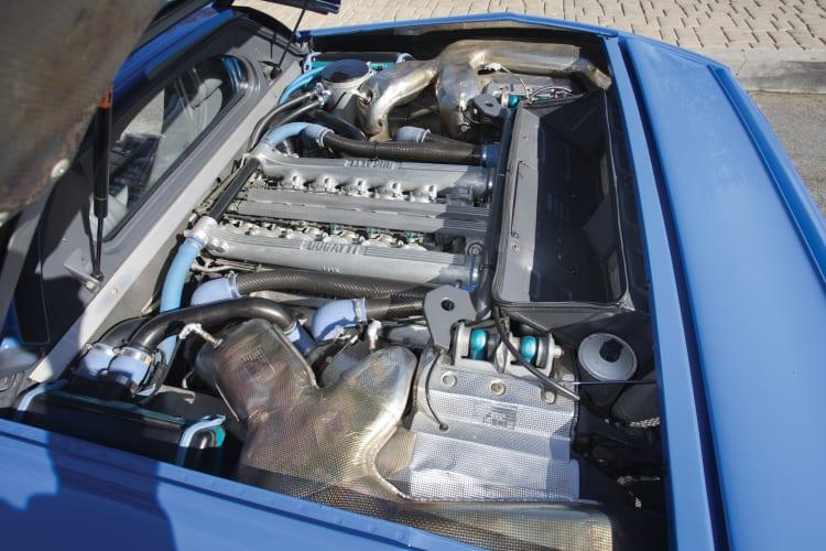 Engine of Bugatti EB110