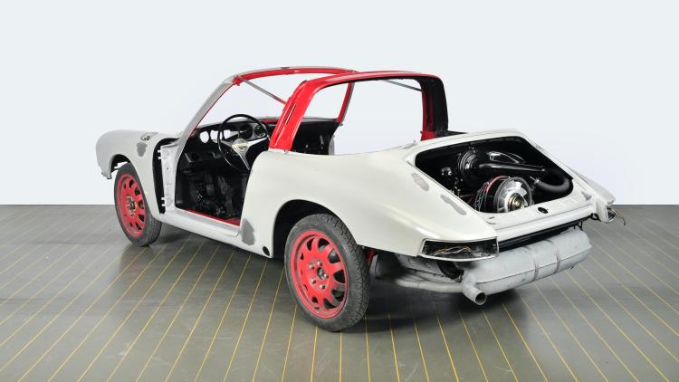 Repainting the Porsche 911 S Targa