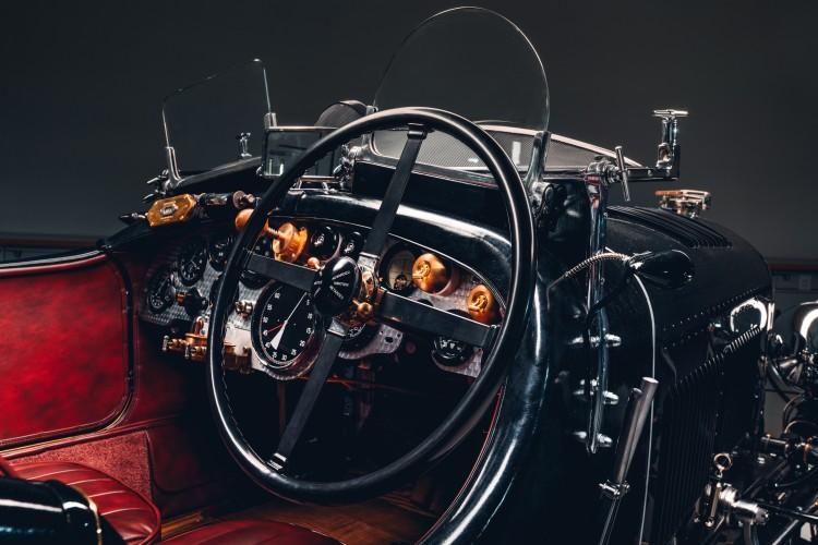 Steering wheel of Bentley Blower
