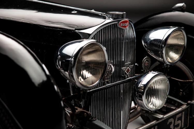 Headlights of 1937 Bugatti Type 57