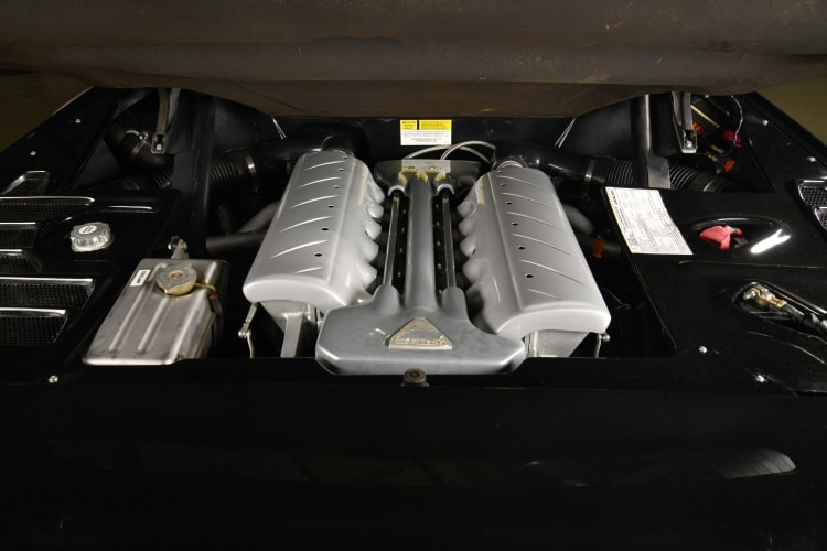 engine of 1999 Vector M-12