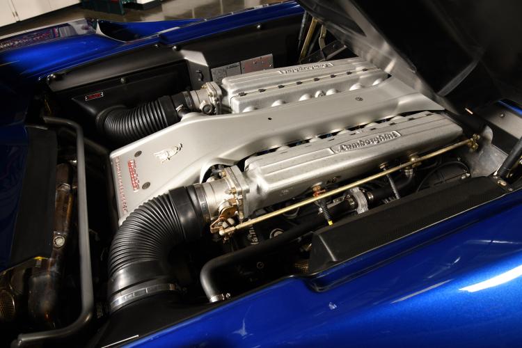 engine of 1997 Lamborghini Diablo VT Convertible