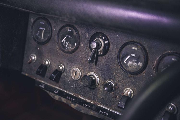 dashboard of 1964 Series 1 Jaguar E-Type 4.2