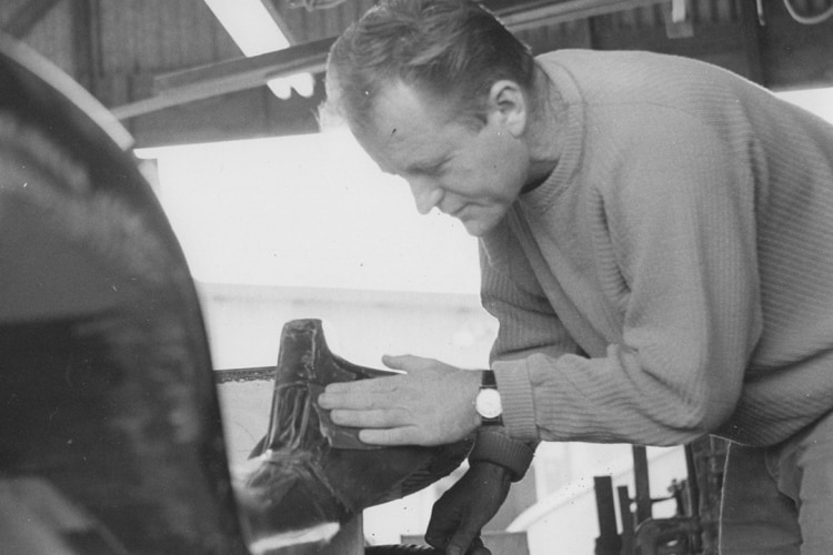 Bruce Meyers working on his Myers Manx