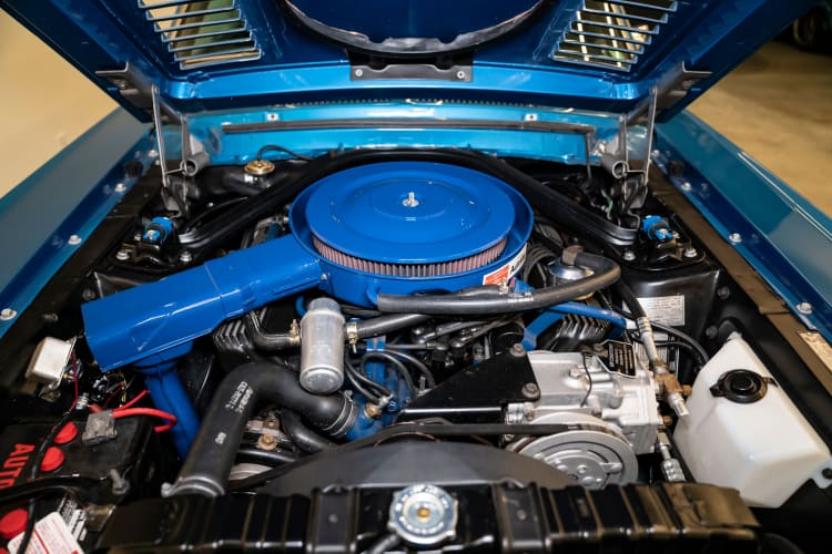 engine of 1968 Shelby GT500 KR Fastback