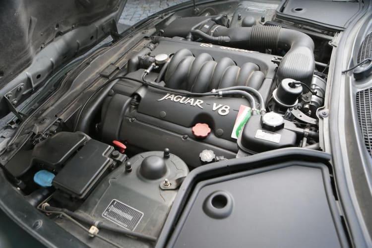 Engine of XK8