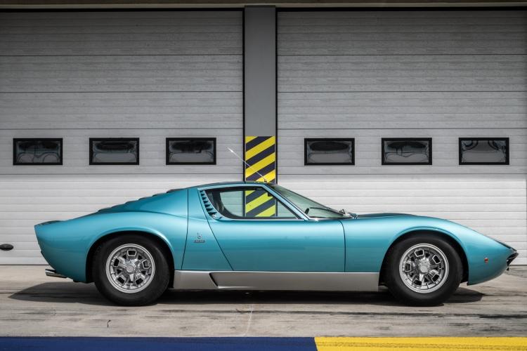 side profile of Lamborghini miura