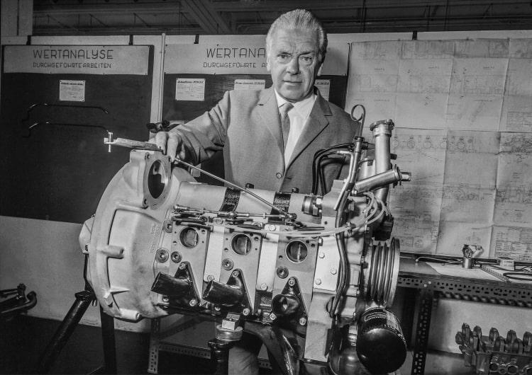 Rudolf Uhlenhaut with the M 950 F three-rotor Wankel engine