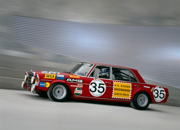 Authentic reconstruction of the Mercedes-Benz 300 SE