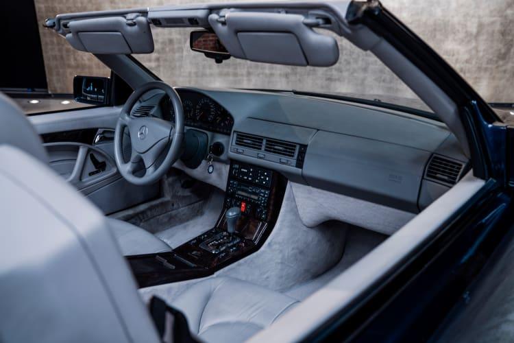 R 129 interior