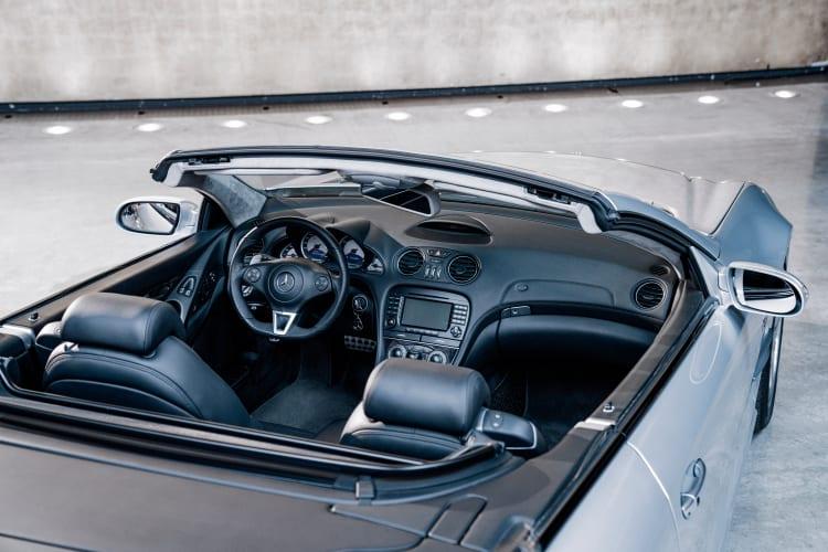 R 230 interior