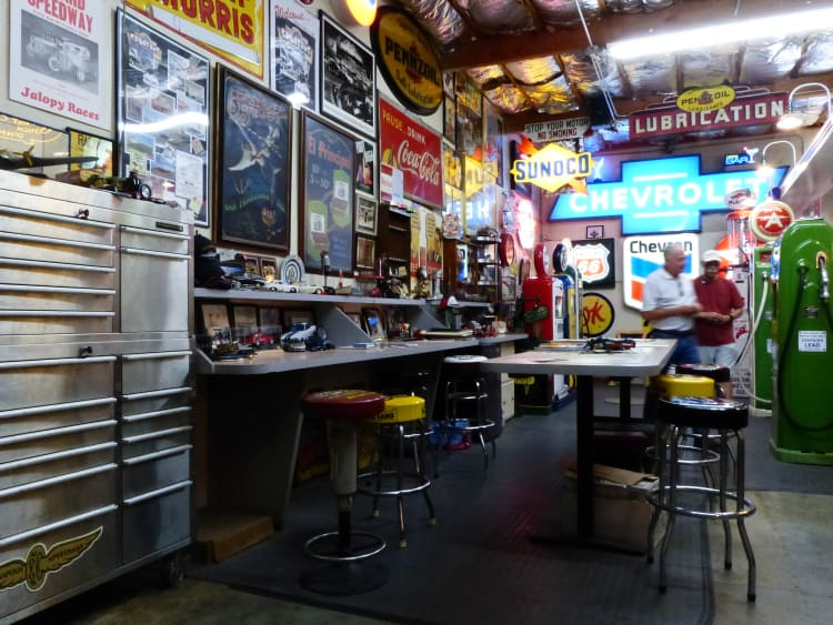 Automobilia in Bobs Garage