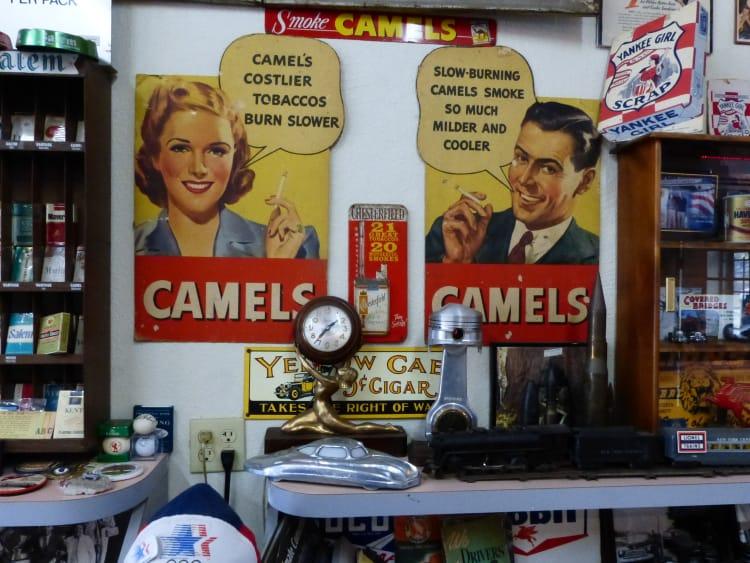 Camel smokes sign