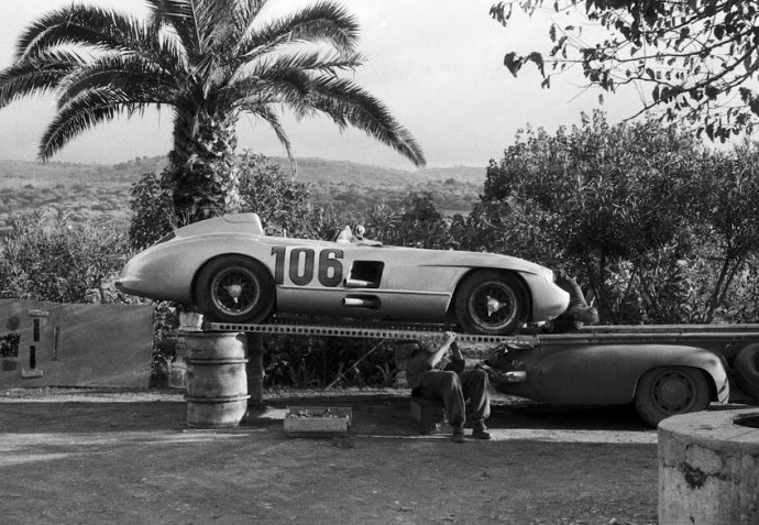 Mercedes-Benz high-speed transporter with the 300 SLR racing car, start number 106, of the Fitch/Titterington team