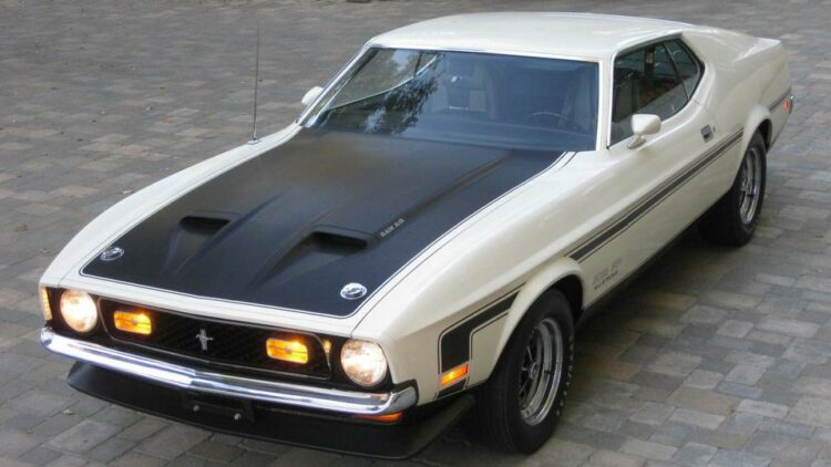 1971 Ford Boss 351 Coupe front-right (2)