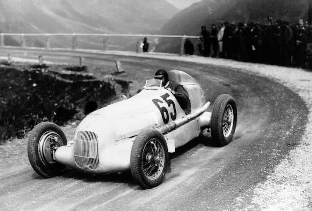 International Klausen Pass Race, 1934: Rudolf Caracciola wins on his Mercedes-Benz W 25