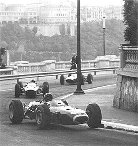Hill on his way to his third victory in a row at Monaco