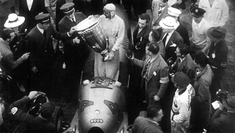 The start of the 1937 race (Another view)