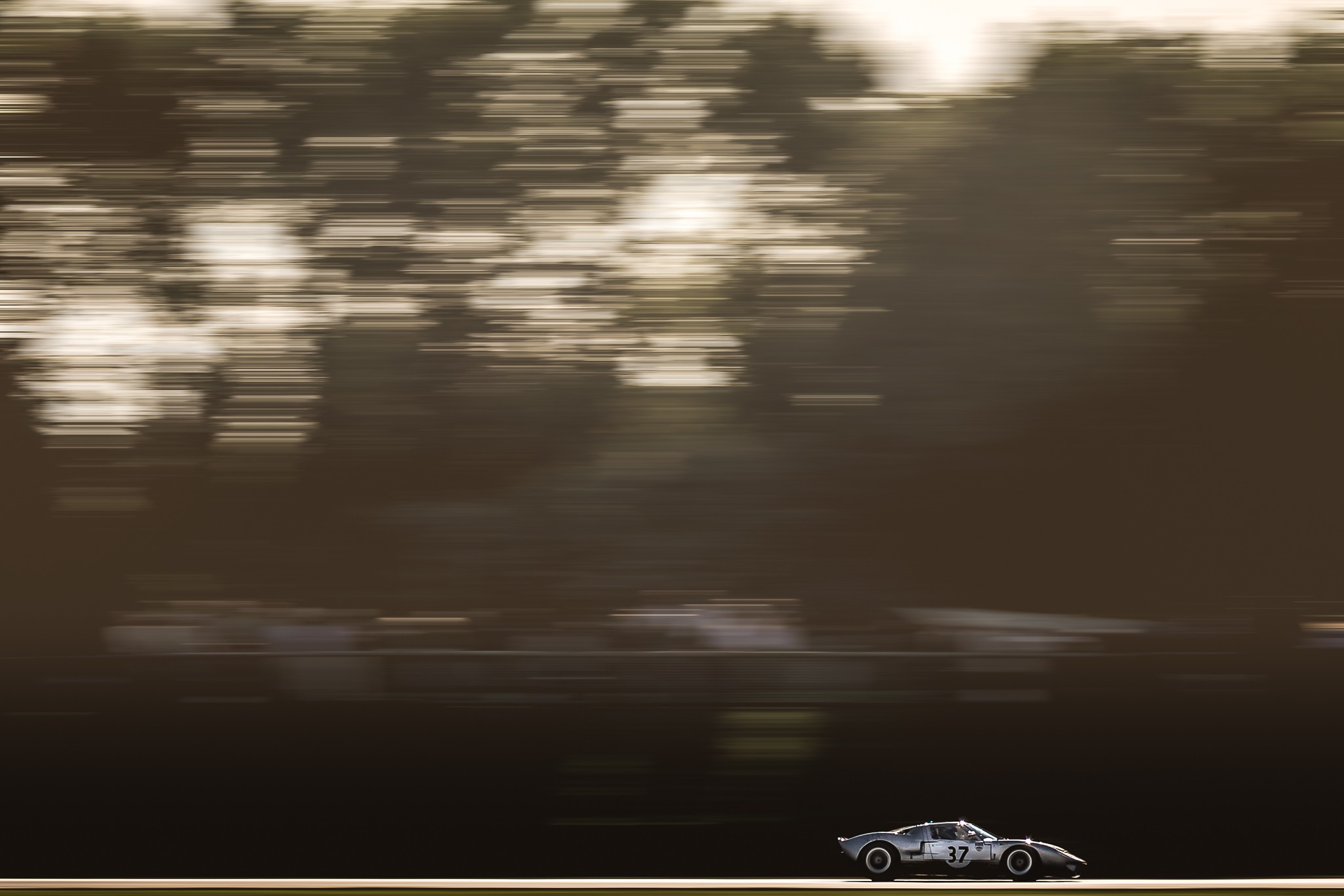 Ford GT40 in the late afternoon light in the Whitsun trophy